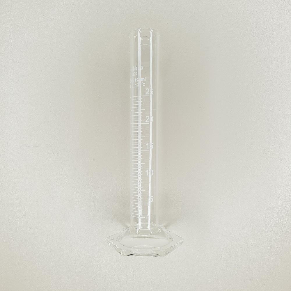 Eprouvette en verre laboratoire graduée contenance 25 ml
